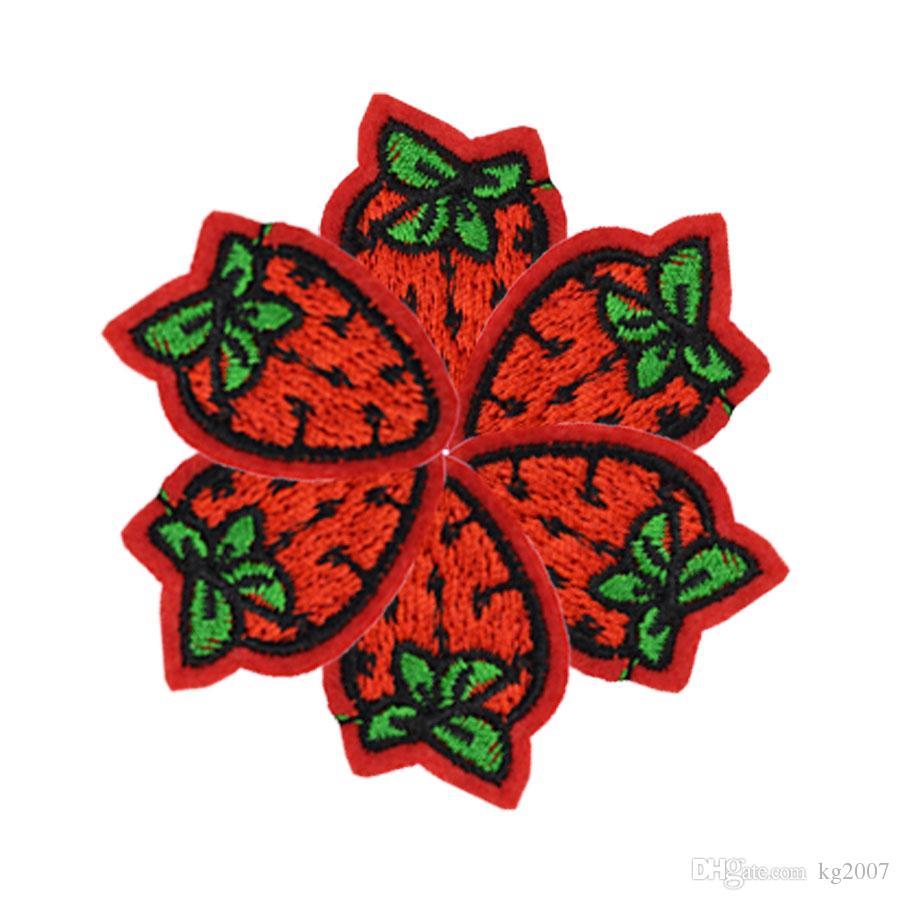 Diy morango patches para roupas de ferro bordado patch applique ferro em remendos acessórios de costura crachá adesivos em roupas
