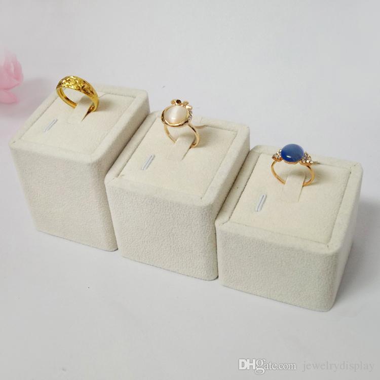 3pcs / set joyería caja y el embalaje exhibición de la joyería de moda es un anillo titular terciopelo estante de exhibición de los anillos de bodas Torre