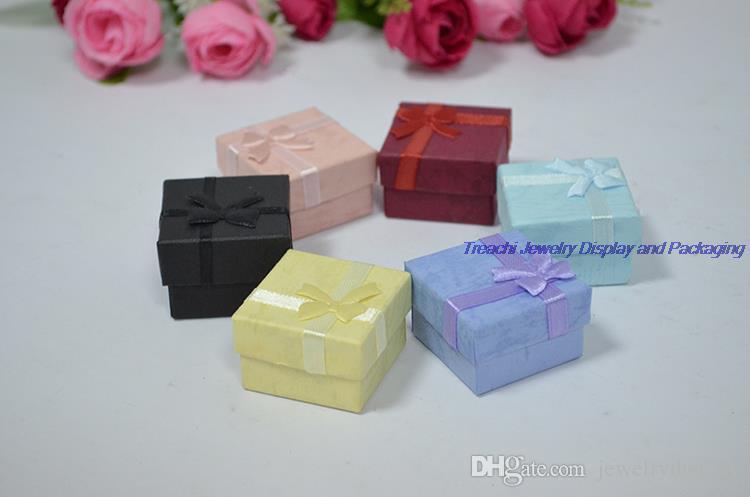 Venta al por mayor 48 unids / lote caja de joyería de la cinta de moda multi colores anillo cajas pendiente caja colgante 4 * 4 * 3 caja de regalo de presentación