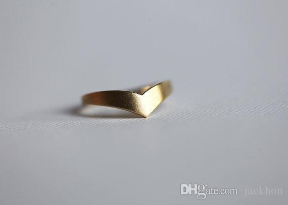 30PCS R002 패션 와이드 밴드 브이 반지 쉐 브 론 브이 반지 곡선 반지 웨딩 밴드 반지를 스태킹 여성을위한 간단한 기하학 반지 남성