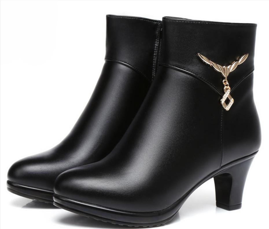 Zapatos de alta calidad de cuero de vaca de invierno Botas mujer 2020 zapatos de la nueva manera tacones altos, además de terciopelo botas para la nieve zapatos de cuero genuinos del tobillo Boots
