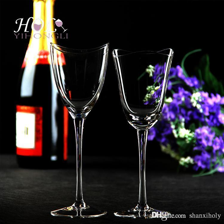Vaso de vidrio rojo sin plomo corrugado