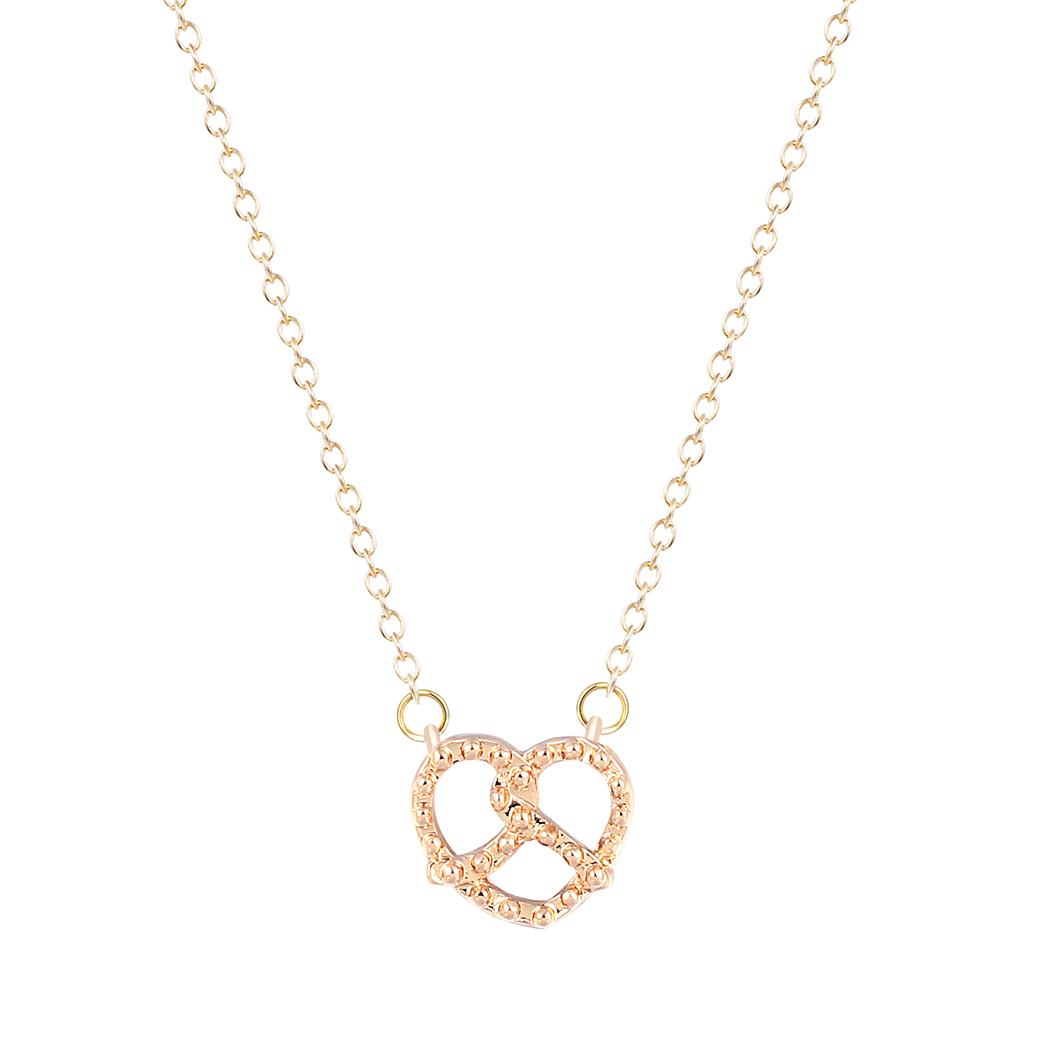 10pcs / lot Chic Simple Bretzel Colliers Pendentifs Vintage Argent Or Amour Coeur Colliers Cadeaux De Noël Pour Femmes Amie