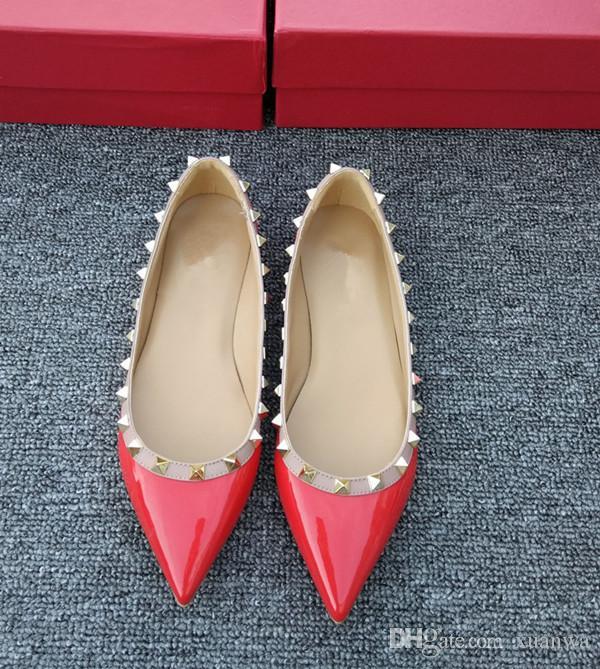 Design de luxe Femmes Rivet chaussures en cuir verni bout pointu rock Femme cloutée Valentin appartements flâneurs