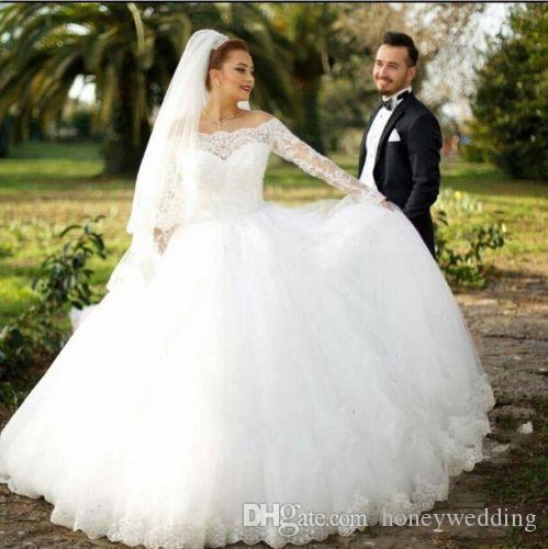 2017 Arabic Dubai Fashion Plus Size Wedding Dresses 2016 Off Shoulder Lace Appliques Ruched Tulle Plus Size Wedding Gowns Custom Cheap