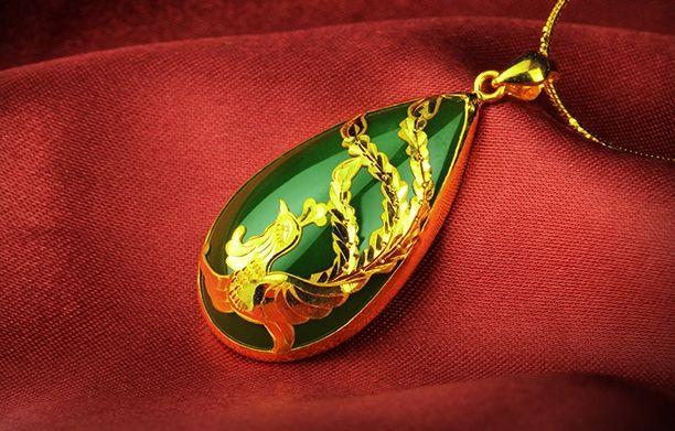 Золото инкрустированные зеленый нефрит капли воды (Феникс) очарование ожерелье кулон (талисман)