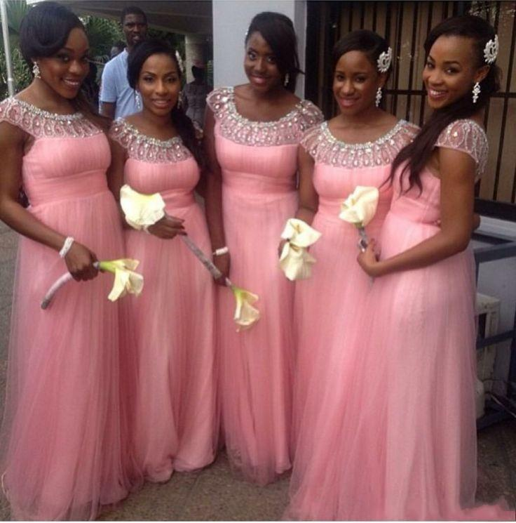 クリスタルビーズのピンクの長い花嫁介添人ドレスラインのフリルのキャップスリーブvestidosファッションエレガントなフォーマルガウンパーティーガウン