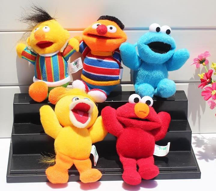 5pcs Hot / set pingentes Sesame Street Elmo Stuffed Plush Dolls Brinquedos Keychain Chaveiro transporte Boneca 13 centímetros gratuito