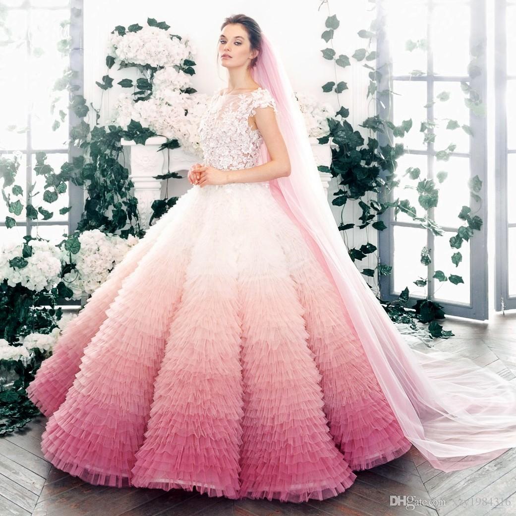 Großhandel Gradient Rosa Lavendel Ballkleid Brautkleid Juwel Ausschnitt Mit  Kurzen Ärmeln Blumenapplikationen Brautkleides Mit Charme Tiered Fluffy