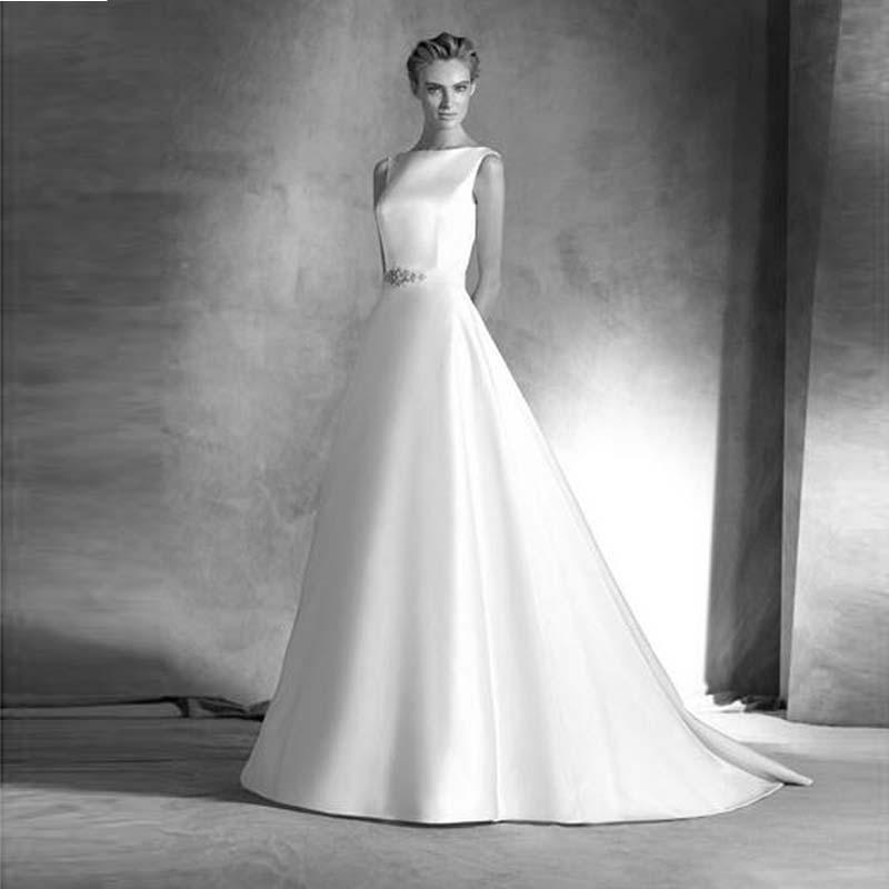 Einfache Brautkleider 2016 Neue Ankunft A-line Kristall Mieder Open Back Ribbon Hochzeit Party Kleider Gericht Zug Brautkleider