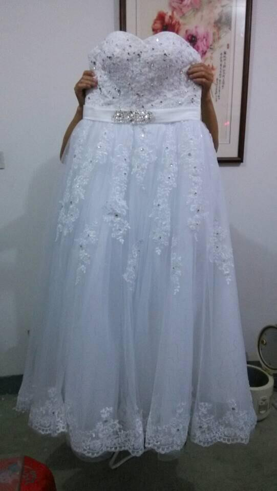 Vestido de novia romántico del vestido de boda del amor con las cuentas Vestido de boda elegante del cordón 2016 con los appliques Longitud del piso