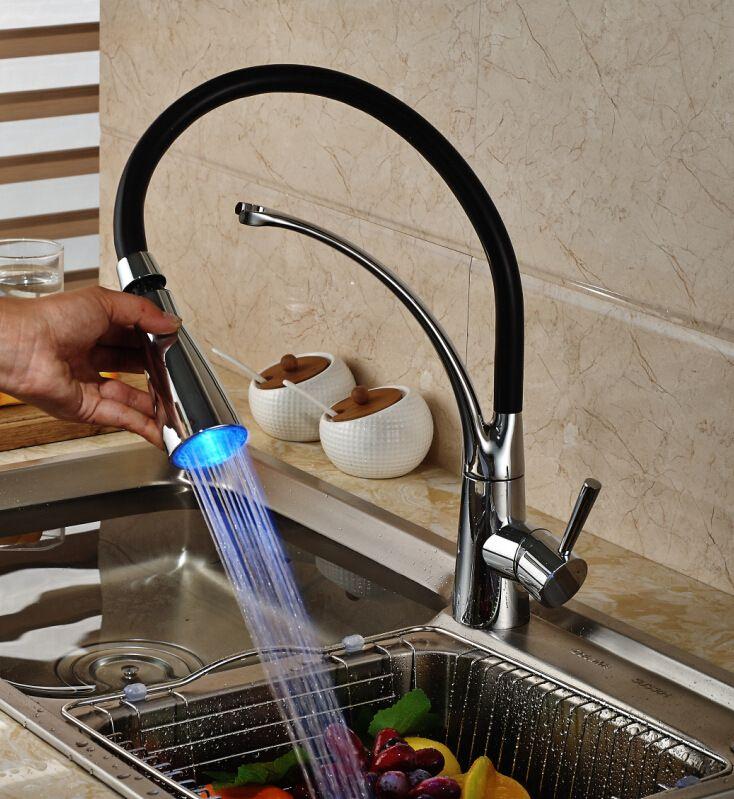 Kitchen Sink Kupfer-Hahn-Deck Berg Pull Out Hot kalter Mischer Wasserhähne LED mit Lampe Drehtemperaturregelung Wasserhahn T01005