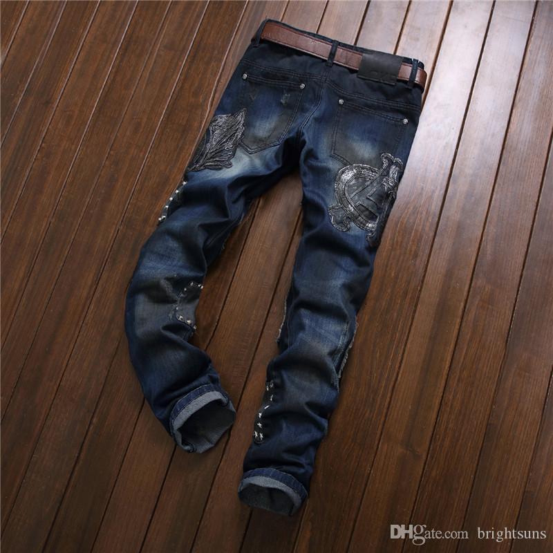 Slim Brand Brand Abbigliamento Jeans Pantaloni Dritto Ricamato all'ingrosso Pantaloni autunnali Denim per uomo Personalità Hole Uomini Famoso marchio P MHOJ
