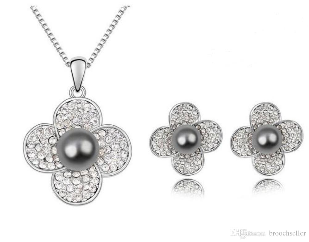 ホワイトゴールドメッキCZクリスタルダイヤモンテ花とグレーパールセンターネックレスとスタッドイヤリングジュエリーセット