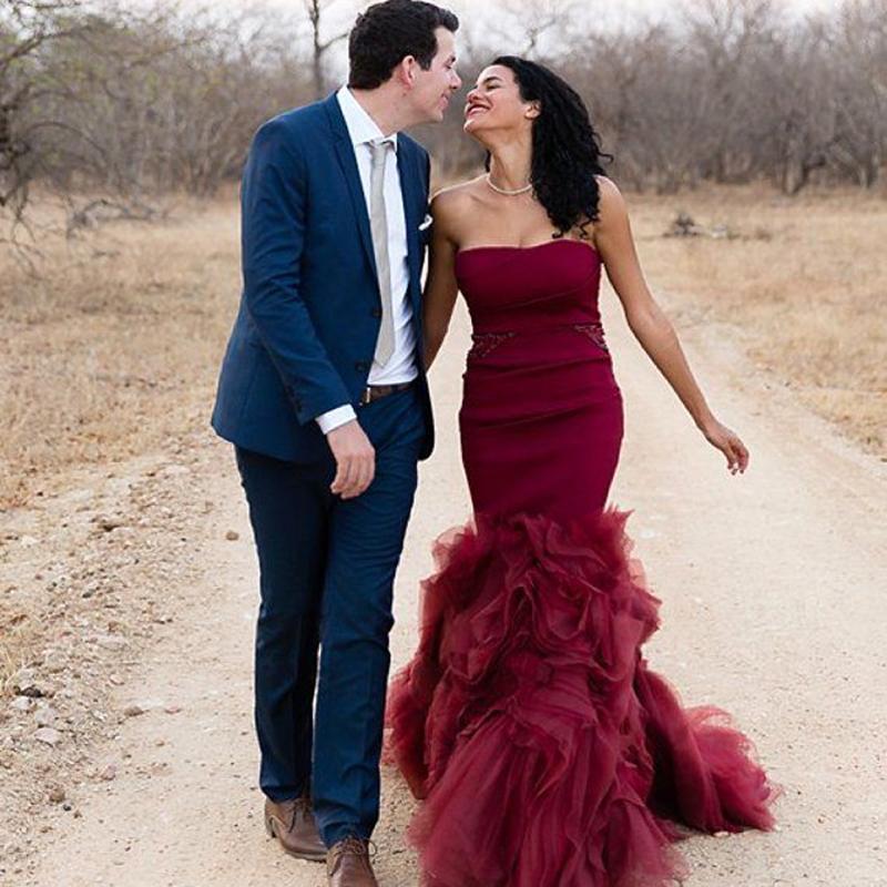 뜨거운 판매 뉴 2021 인어 Strapless Burgundy 웨딩 드레스 Organza Ruffles 레드 와인 신부 가운 웨딩 드레스 무료 배송