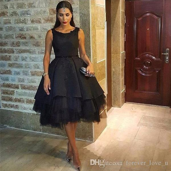 Vintage Arabic Short Black Prom Dresses A Line Puffy Crew Neck Sleeveless Lace Appliques Tulle Asymmetrical Hem Evening Party Gowns