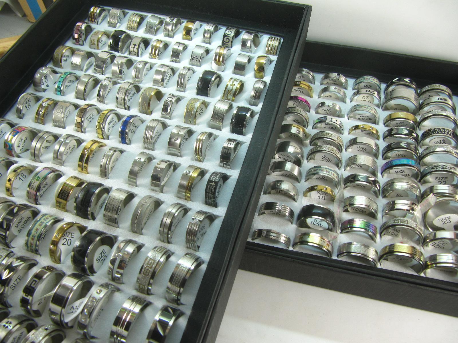 En gros 50 pcs mélanger beaucoup anneaux en acier inoxydable mode bijoux bague de fête désherbage anneau livraison gratuite style aléatoire
