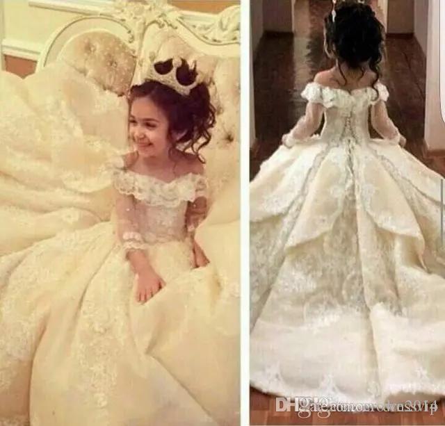 2020 Bonbon weg von der Schulter-Blumen-Mädchen-Kleider für Hochzeiten bodenlangen Langarm-Kind-Mädchen-Festzug-Kleider SpitzeAppliques Kommunion-Kleider