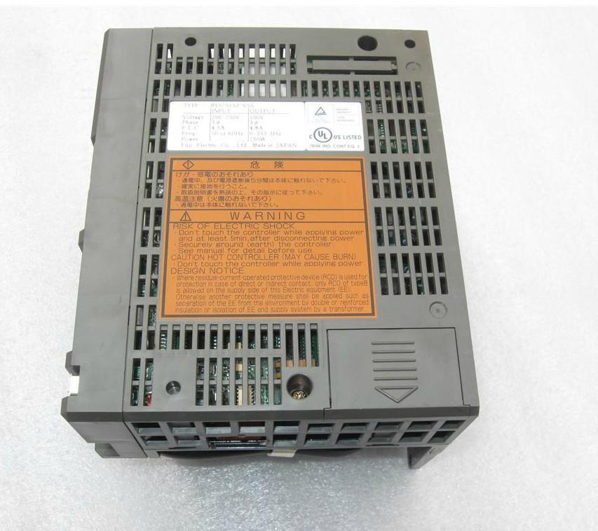 Servodirector RYS751S3-VSS 90% nuevo aspecto