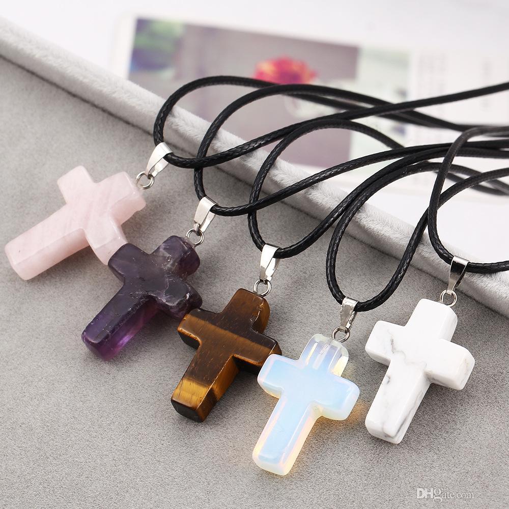 Bijoux Fashion Christian pierres précieuses en cristal de roche Quartz Chakra Pierre naturelle Croix de Jésus Charm Lovers collier pendentif pour les femmes