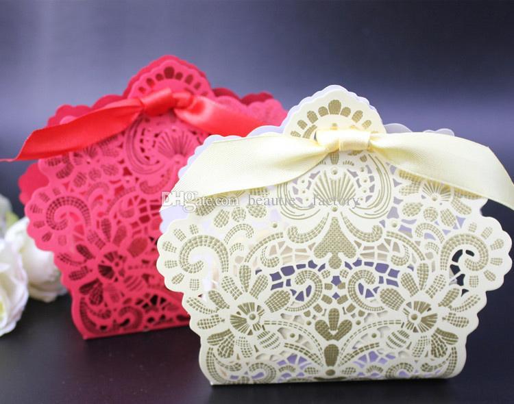 100 pcs Flor Hollow caixa de doces vermelhos ou marfim aniversário festa de casamento favor a caixas de presente de chocolate design original Novo