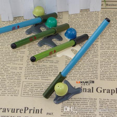 Befordran! 80pcs Ny ankomst Novelty Rocket Launchers Shape Gel Pen, skrivbordet innehåller pennahållare, skolmaterial Studentpriser teckenpennan