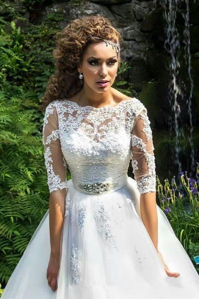 Taglie forti 2016 Abiti da sposa con collo a pipistrello Mezze maniche Low Lace Up Indietro Sweep Train Elegante pizzo Appliques abiti da sposa in rilievo