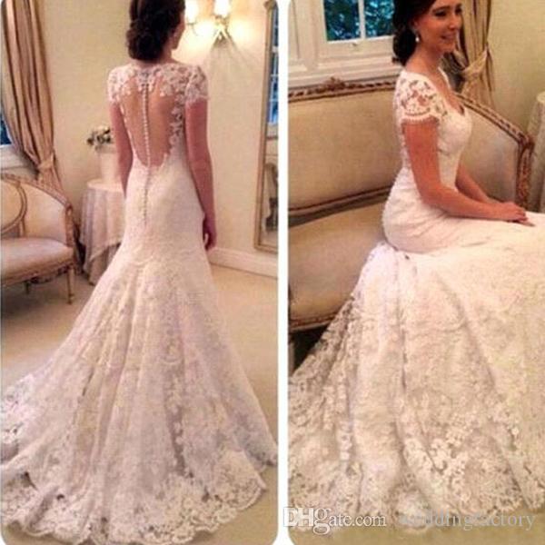 Vintage Full Lace Bröllopsklänning Deep V Neck Sheer Capped Short Sleeves Arabiska Brudklänningar med Se igenom Back Sweep Train Custom Made