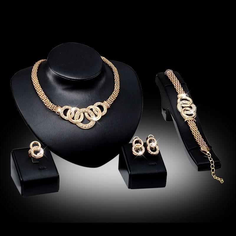 Pulseras Collares Aretes Anillos Conjuntos Moda para mujer Diamantes de imitación 18K Chapado en oro Aleación Círculos Joyería del partido Juego de 4 piezas Al por mayor JS010