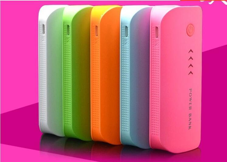 Capacità 100Pcs piena reale 5600mAh della Banca portatile di alimentazione con USB LED batteria di sostegno esterna del caricatore Powerbank mobile