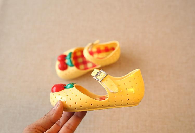 Großhandel Mädchen Schuhe Für Kinder Neue Begrenzte Gurt Baby Rubber Mini Sed Süße Kirsche Mädchen Sandalen Sommer Kinder Schuhe Von Stars98, $7.47