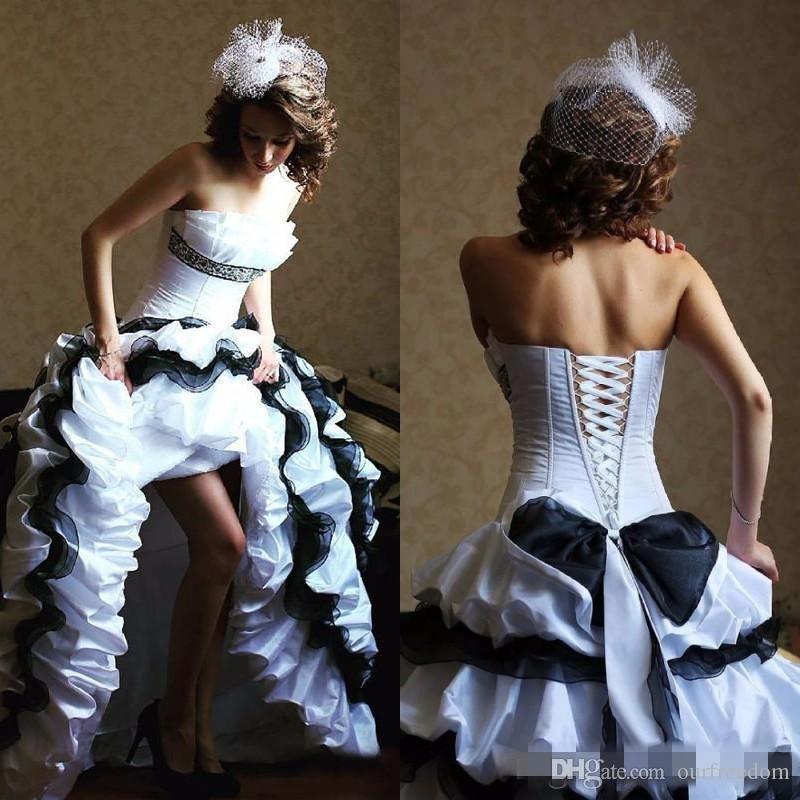 2019 Vintage Negro Blanco Tafetán Organza Ruffles Vestidos de novia Gothic Sin tirantes ata para arriba el vestido nupcial largo victoriano con gradas por encargo