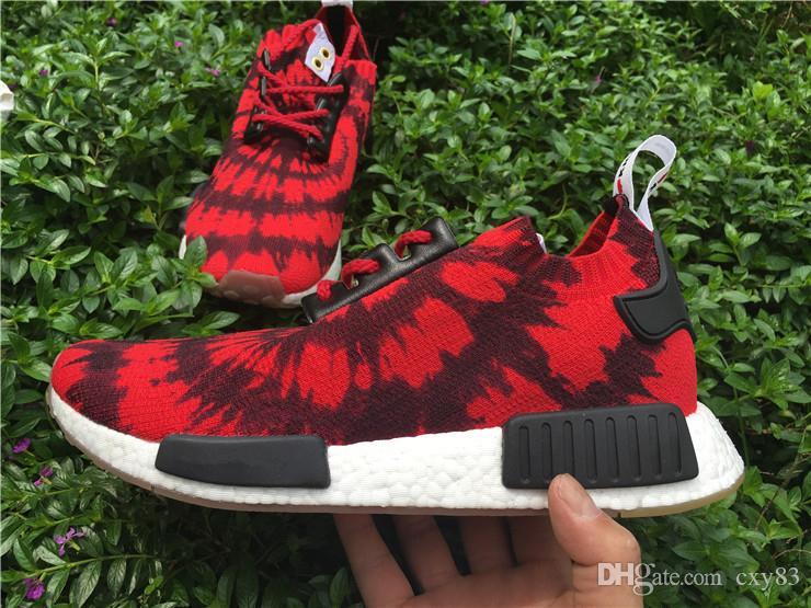 Großhandel Mode Consortium Großhandel NMD R1 Nizza Kicks Nomad Red Primeknit Schuhe Scarpe Kanye West Herren NMD R1 PK Nizza Kicks X RED GUM AQ4791