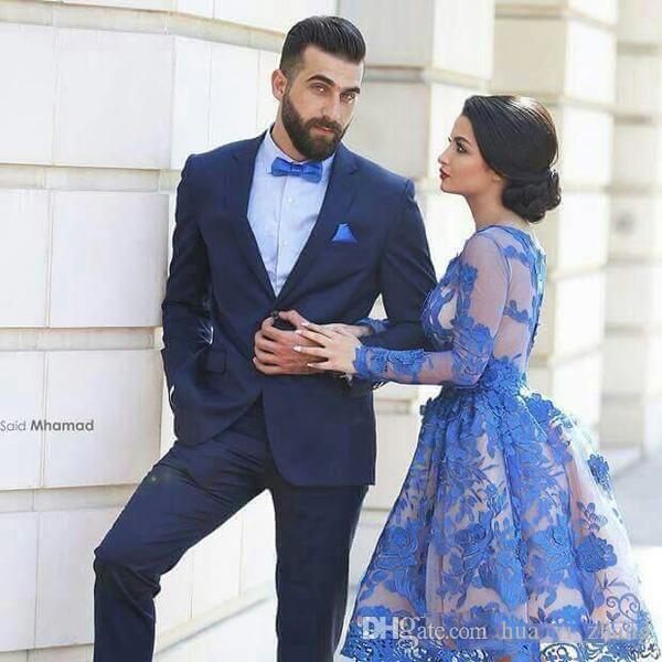 짧은 댄스 파티 드레스 2016 로얄 블루 쉬어 긴 소매와 섹시한 뒤 Guipure 레이스 누드 커플 패션 파티 드레스 이상 Appliqued