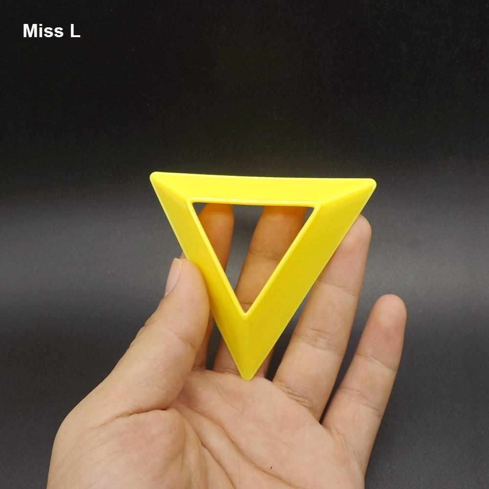 Support de base Cube magique en plastique compact jaune de type simple Casse-tête QI Jeu Jouet Accessoire
