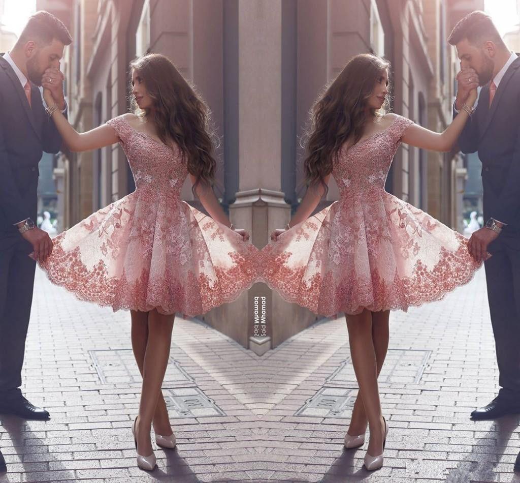 Appliques vintage in pizzo Abiti da cocktail cortocircuiti nuovo fuori spalla con scollo a V con arabo rosa disse Mhamad Prom Party Sera abiti