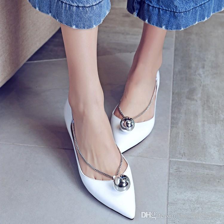 las mujeres de los planos del otoño señalan los zapatos ocasionales del elevador del dedo del pie para las señoras