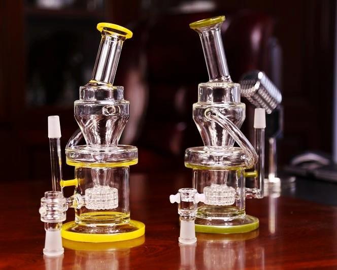 In Limone Stock Glass colore Bong Incline due funzioni Tubi Bong acqua con la mano in possesso di Dome Nail Recyler Oil Rigs Glass Bong