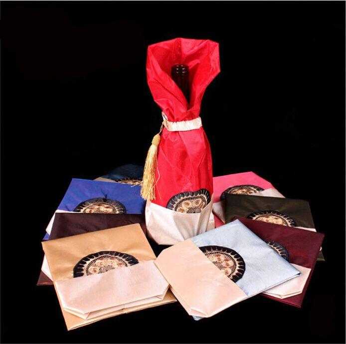 Botella de la borla del estilo chino del vino bolsa de Navidad Mantel tela de la decoración de raso de vino botella de empaquetado de la bolsa en forma mayorista 750ml 50pcs / lot