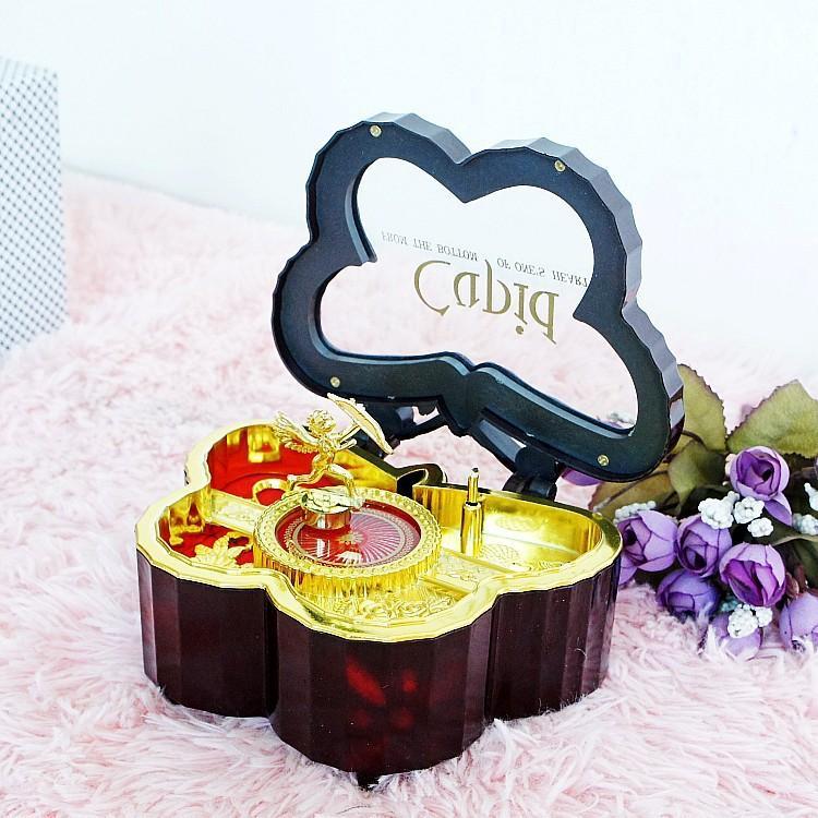 Dia dos Namorados um par de presentes criativos de artes plásticas e artesanato caixa de música caixa de música rotativa 8098