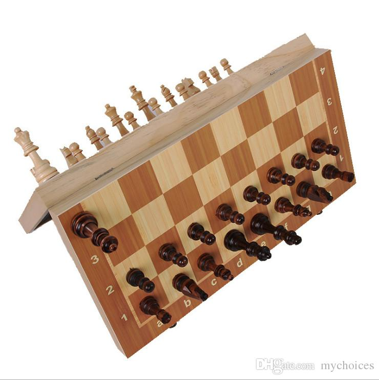 2017 juego de ajedrez de Madera plegable Divertido Plegable con ajedrez plegable Ajedrez Internacional Juego Divertido Deportes de Entretenimiento envío gratis