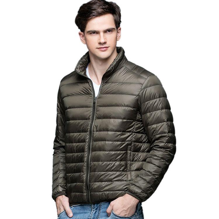 بالجملة ، حار! الخريف الشتاء الرجل بطة أسفل سترة خفيفة للغاية رقيقة زائد حجم الربيع جاكيتات الرجال الوقوف طوق قميص معطف