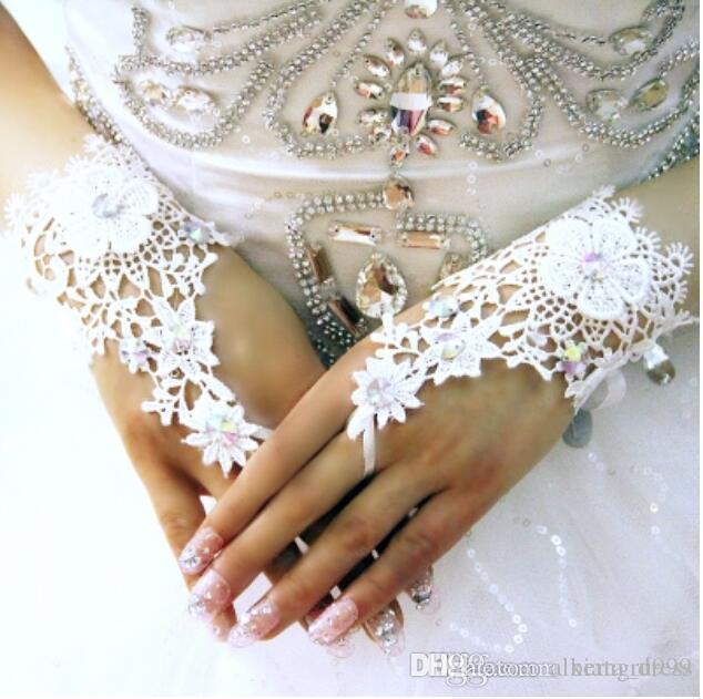 Guanti da sposa di lusso pieno di pizzo con cristallo nuovo guanto da sposa corto accessori da sposa Guanti per spose lunghezza del polso senza dita