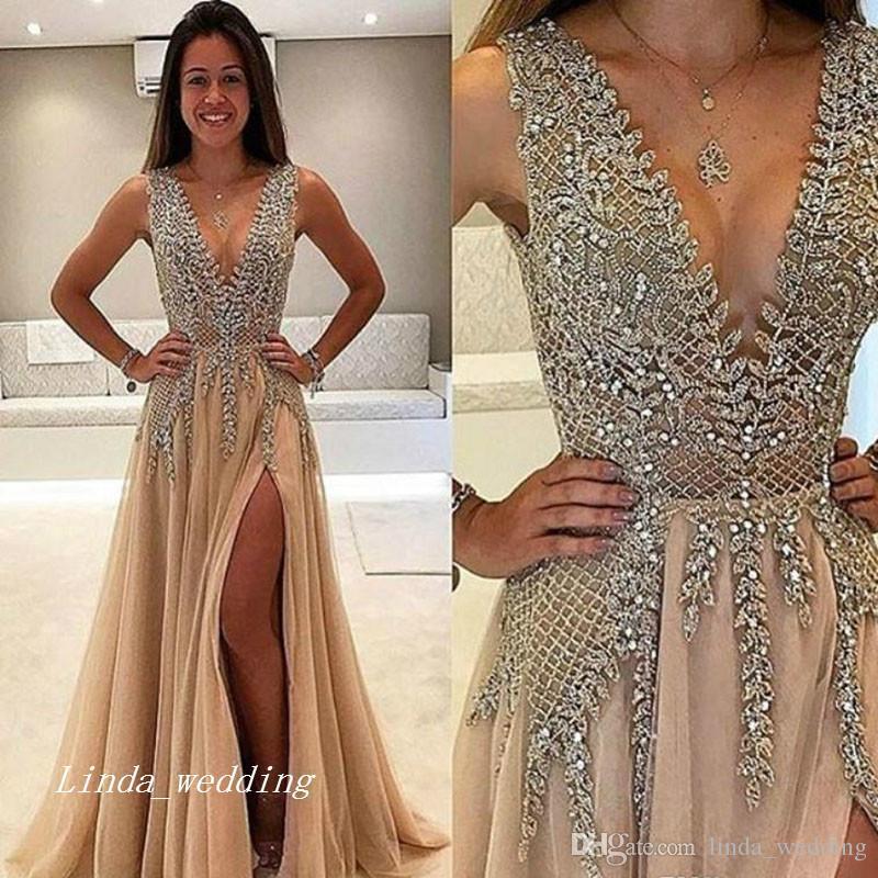 Длинное платье для выпускного вечера с бисером и бриллиантами с глубоким V-образным вырезом