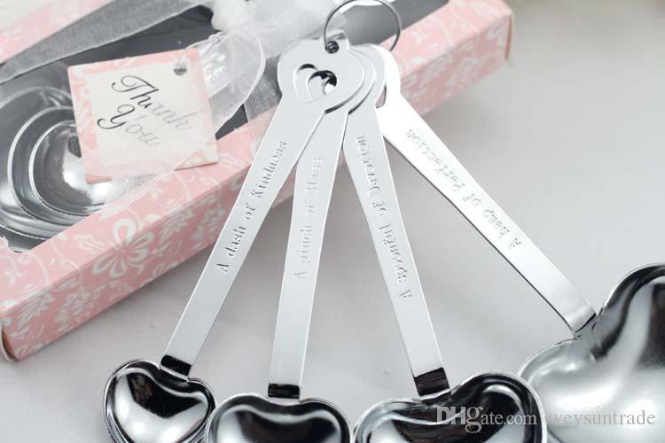 """Faveur de mariage - Cuillères à mesurer en forme de cœur """"Love Beyond Measure"""" dans une boîte cadeau"""