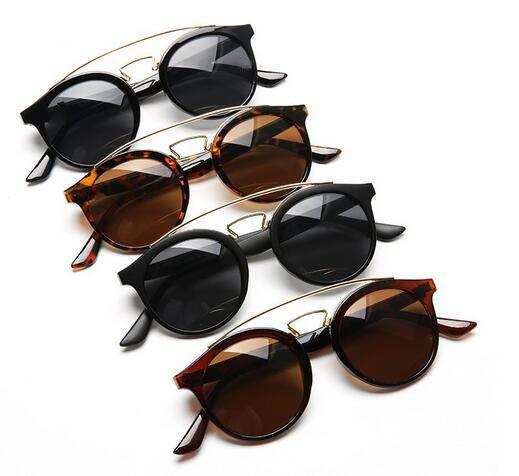 Verano nuevas MUJERES Moda metal Revestimiento Sunglass marco redondo Gafas de conducción Mujeres montando vidrio PLAYA Ropa ocular Oculos Gafas de sol 4COLORES