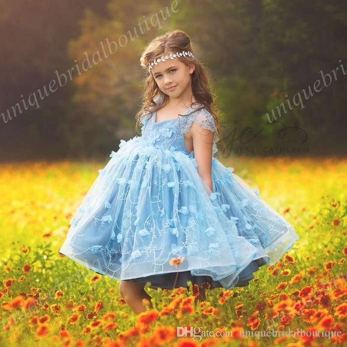 Little Girls Birthday Dresses with Cap Sleeves and V Neck Ball Gown Cute Flower Girls Dress with Hand Flowers Knee Length