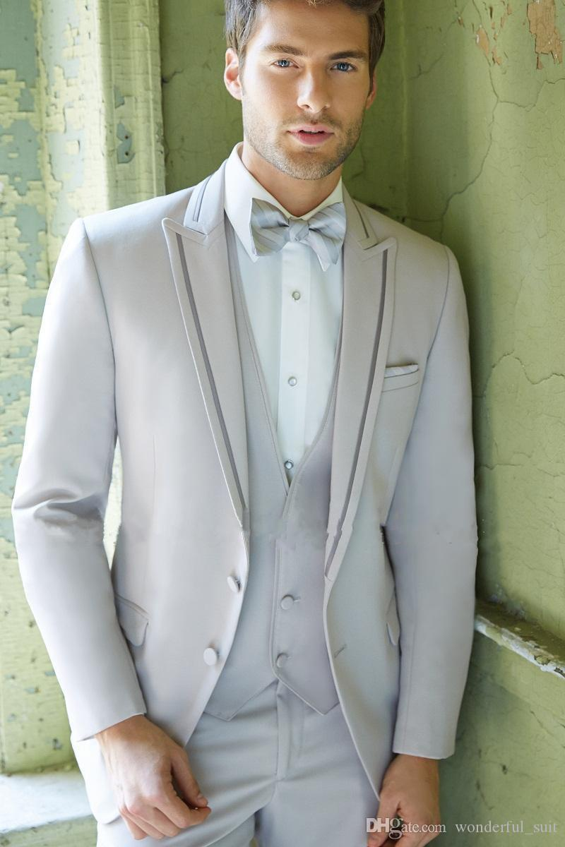 2017 personalizados trajes de hombre de solapa enarbolados gris trajes de boda para hombres Tuxedos dos botones trajes de padrinos de boda (chaqueta + pantalones + chaleco + corbata)