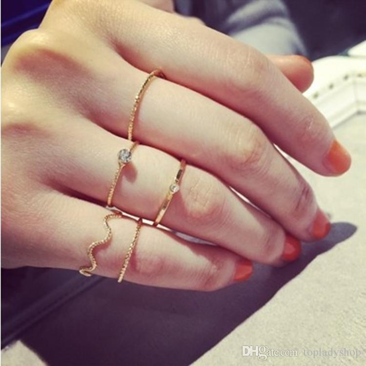 5PCS / SET Il filo di cinque pezzi dell'onda dei gioielli semplici di modo con un anello di nocca del dito dell'anello della barretta dell'anello del diamante di cristallo