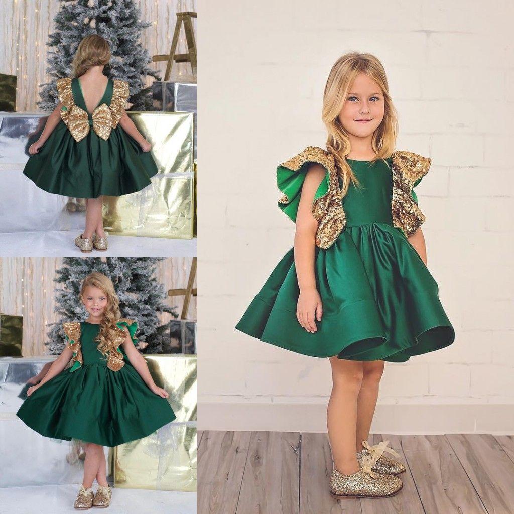Großhandel Smaragdgrün Little Girls Pageant Kleid Satin Knielänge 14  Blume Mädchen Kleider Gold Pailletten Ärmeln Maßgeschneiderte Kinder  Formale